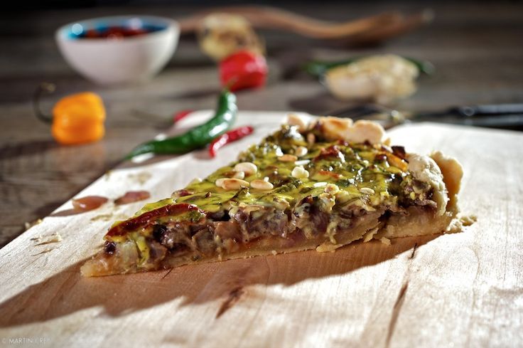 Slaný+koláč+z+červenej+cibule+so+sušenými+paradajkami+a+bylinkami