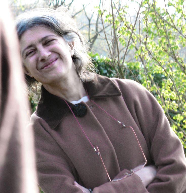 """La scrittrice Carla Muschio interverrà al """"Convegno Inusuale"""" del 3 luglio parlandoci di due imbianchini invitati all'ultimo momento alla Scala. Con quale abito decideranno di andare?  www.carlamuschio.com"""