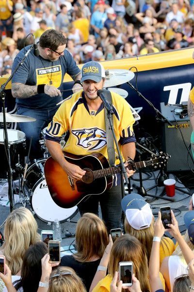 Luke Bryan Photos Photos - Luke Bryan performs during the opening of the TV broadcast of The 2017 Stanley Cup Final, Game 6 at Tootsie's Orchid Lounge on June 11, 2017 in Nashville, Tennessee. - Luke Bryan Performs to Open the TV Broadcast of the 2017 Stanley Cup Final - Game 6