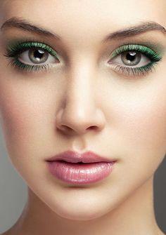 chica sombras verde labio rosa