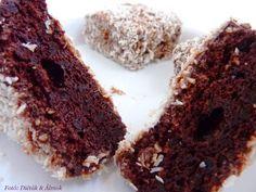 Duplacsokis kókuszkocka liszt nélkül  Hozzávalók:      6 tojás szétválasztva (szoba hőmérsékletű)     15 dkg porrá őrölt nyírfacukor     5 dkg cukrozatlan kakaópor     1 tk. mézeskalács fűszerkeverék     15 dkg 70+%-os étcsokoládé vagy diabetikus csokoládé      15 dkg vaj     15 dkg kókuszreszelék