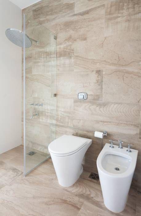 Baños de estilo translation missing: mx.style.baños.moderno por VISMARACORSI ARQUITECTOS