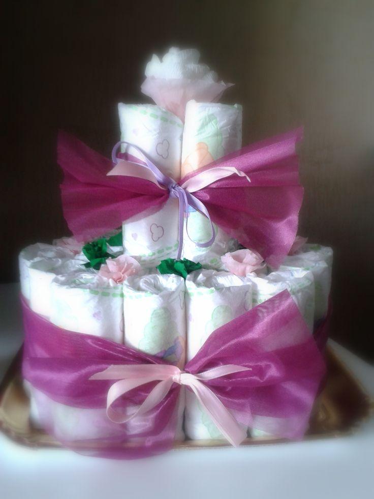 Torta di pannolini primavera realizzata a mano con n° 28 pannolini 4/9Kg e tanti fiorellini colorati di carta crespa