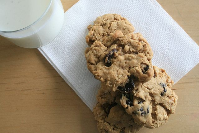 Cherry-Walnut Oatmeal Cookies Recipe Adapted From Nordstrom's ...