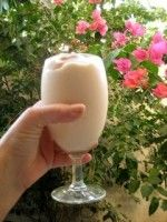 Banaan Papaja Milkshake. Daar moet je echt bij gaan zitten en van genieten. Heerlijke Tropische milkshake, lekker zoet en romig.