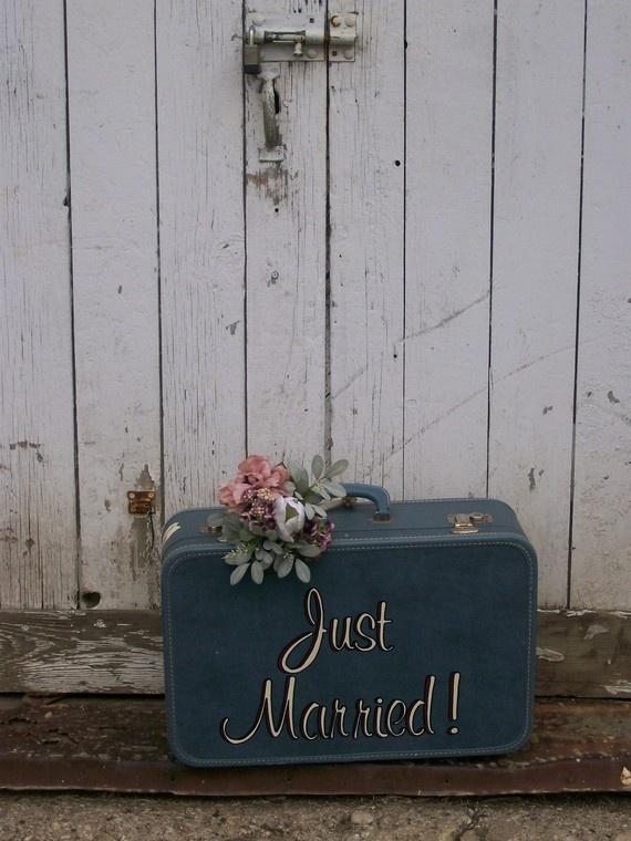 ab in die Flitterwochen-koffer :) just married suitcase  Hochzeit, Wedding, Flitterwochen , Geschenk