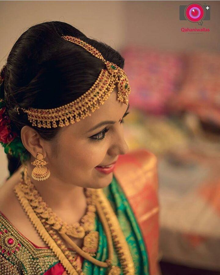 South Indian bride. Gold Indian bridal jewelry.Temple jewelry. Jhumkis.Green and orange silk kanchipuram sari.Braid with fresh jasmine flowers. Tamil bride. Telugu bride. Kannada bride. Hindu bride. Malayalee bride.Kerala bride.South Indian wedding. Pinterest: @deepa8