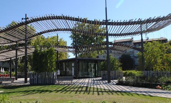 NIMES Office de Tourisme Esplanade Charles de Gaulle