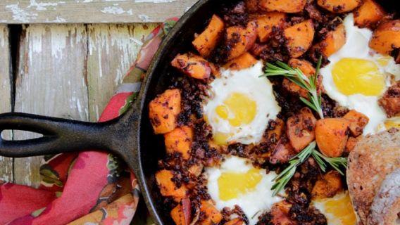 Brunch aux œufs (chorizo et patates douces au romarin)