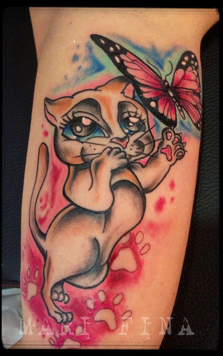 Gattina Tattoo artist: Mari Fina  Categoria: cartoon/tatuaggi a colori http://www.subliminaltattoo.it/prodotto.aspx?pid=01-TATTOO&cid=18  #marifina #pussycattattoo #butterflytattoo #gattinafarfalletattoo #farfalletattoo #colortattoo #marifinatattooartist #subliminaltattoofamily #tattooartists  #tattoos