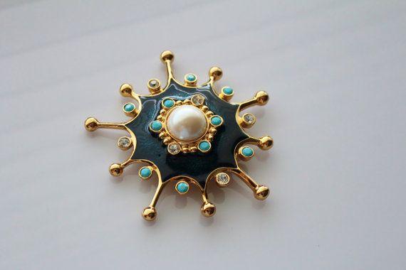 Vintage Barrera Roman Holiday pin/pendant  229 by Jewelrin on Etsy  #Barrera_Vintage_Brooch #Jewelrin_Vintage_brooch