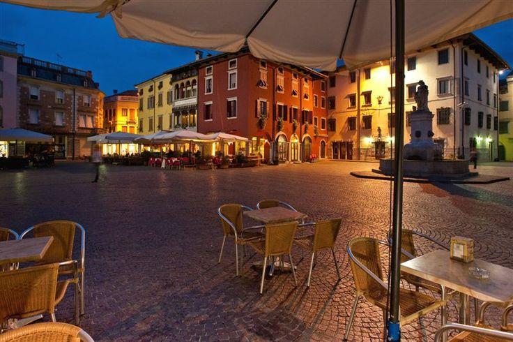 Cividale del Friuli Veduta serale della centrale Piazza Paolo Diacono