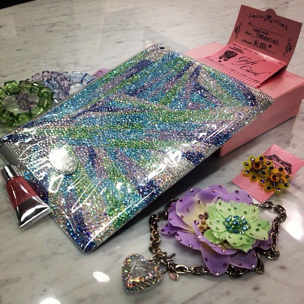 Add some sparkle to your life! We are loving this TARINA TARANTINO beauty bundle, especially the Swarovski crystallized iPad! Enter for a chance to win seph.me/JHh6u3 #BeautyThrills #SephoraHQ