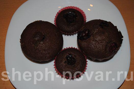 Вишневые кексы с кэробом