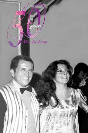 Foto de la fiesta la noche que Veronica Castro fue nombrada El Rostro del '70.  [Sr. Chucho Salinas y Veronica Castro]