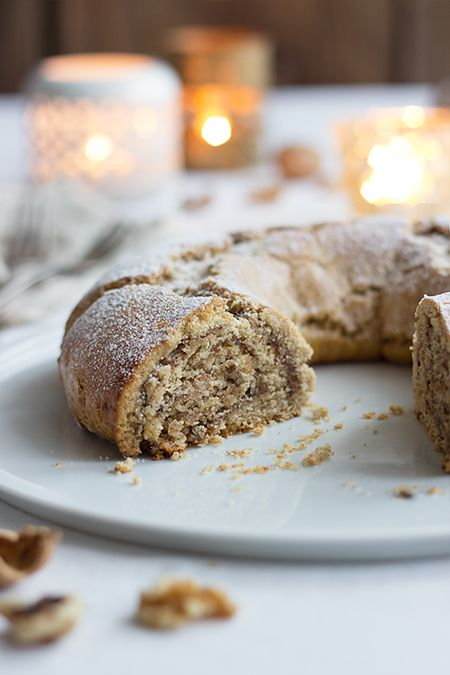 Nut wreath with shortcrust pastry