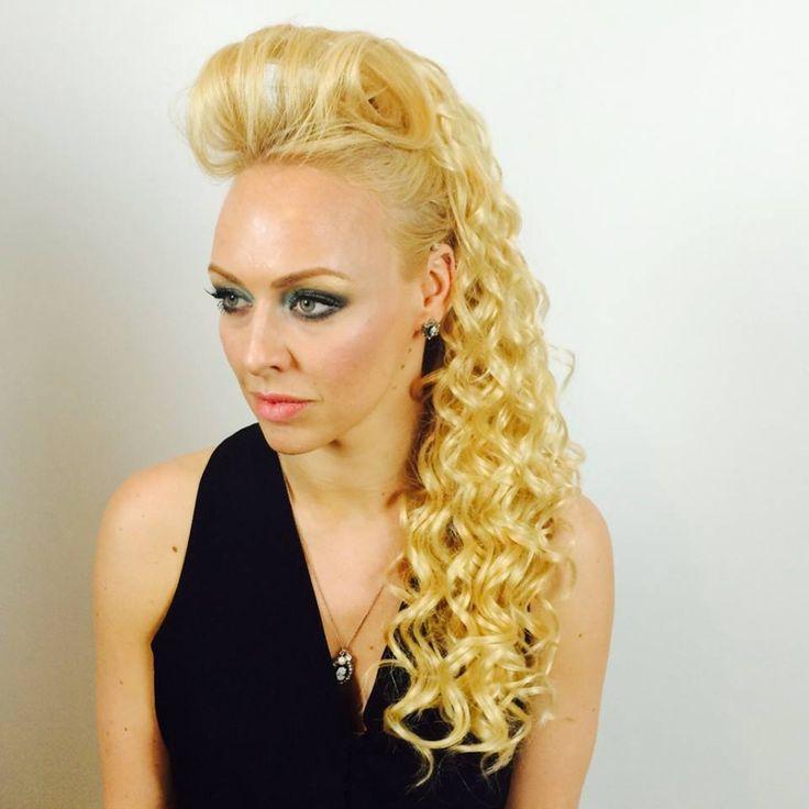 Pony Twirl!  Hayley looking fab in our Pony Twirl!  #Curlyponytail #ponytail #falsepony #fakeponytail #ponytailwavy #longponytail