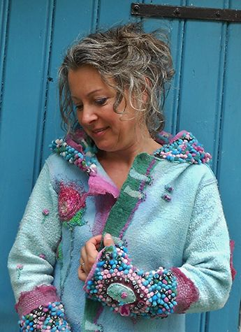 Brigitte Eertink maakt gebruik van verschillende technieken en materialen. De basis van haar werk is merinowol. Hierna volgt een toplaag van div. soorten zijde. Ze creëert hiermee verschillende structuren. De Upwolf techniek is een favoriete techniek. Na het vilten gaat ze borduren en brengt ze accenten aan met verf en metaalfolie. Alle materialen verft Brigitte zelf. Alleen op deze manier krijgt ze de mooie kleurschakeringen die zo kenmerkend zijn voor haar werk.