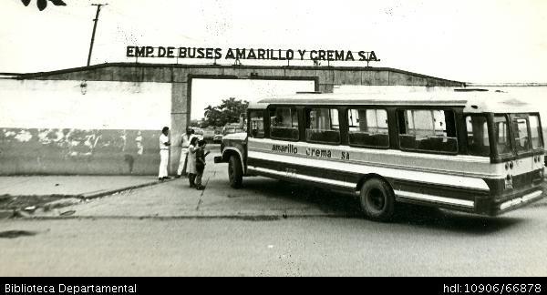 Empresa de buses de transporte Amarillo y Crema - Biblioteca Digital - Universidad icesi