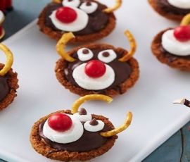 Rudolf Caramel Tartlets: These delightful tartlets are sure to impress the whole family, not just the kids using ALLEN'S JAFFAS. Not only do they look great, they taste great too and make lovely gift ideas. http://www.bakers-corner.com.au/recipes/allens/rudolf-caramel-tartlets/