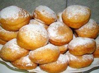 Burgonyafánk recept | ApróSéf.hu: Ez a fánk édesen és sósan is fogyasztható. Mivel nincs benne cukor, ezért akár húsok mellé is tálalható én olyankor nem ragaszkodom az egyenletes karikaformához. Ha pedig édesen szeretnénk, akkor csak porcukorral meghintjük miután kisült, önmagában vagy lekvárral fogyasztjuk. http://aprosef.hu/burgonyafank_recept