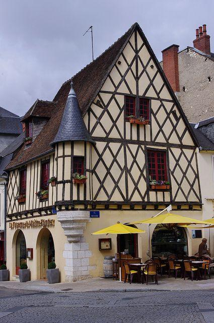Bourges - Maison à colombages (en face de l'office du tourisme)