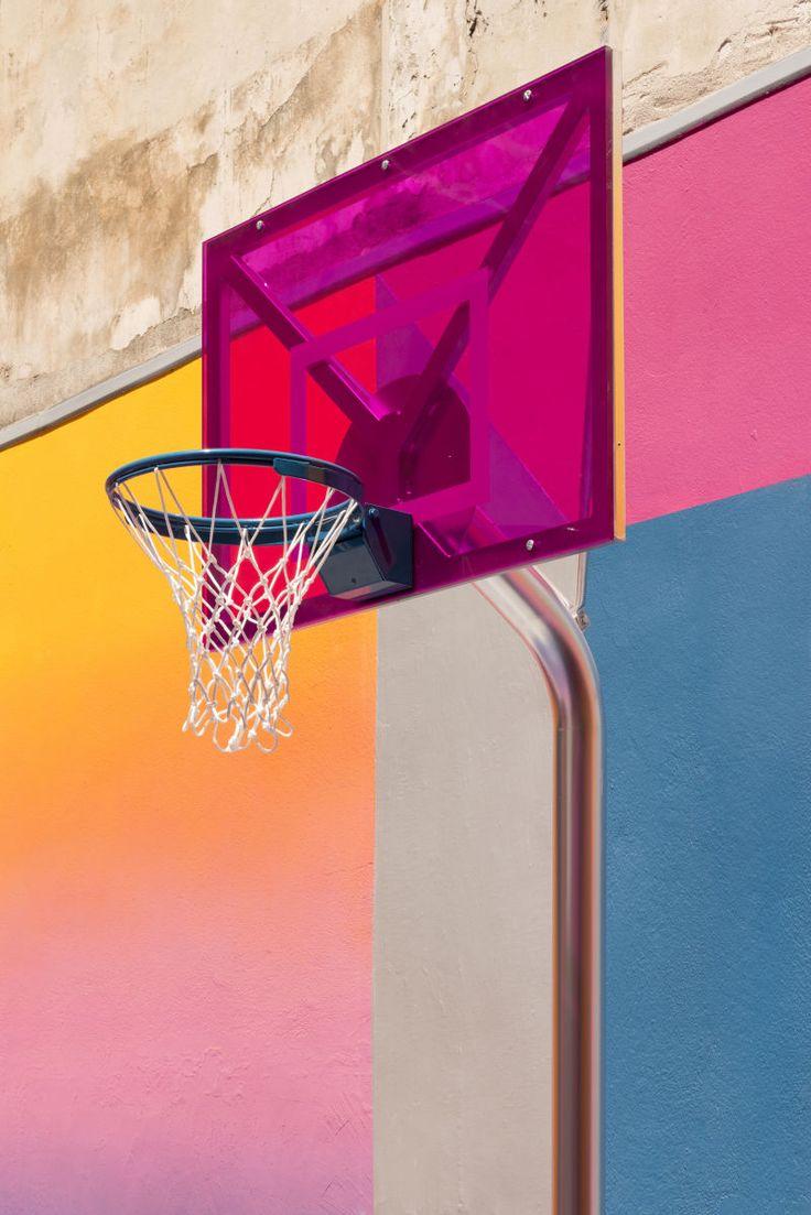 Pigalle Basketball Court - Knallige Farben inspiriert von der Basketball-Kultur der 90er Jahre. - Foto: Maxime Verret