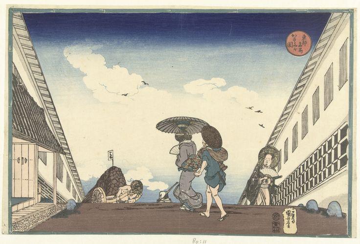 Gezicht op het hoogste punt van de stijle weg in Kasumigaseki; op de straat, met aan weerszijden huizen, een vrouw met bediende, een samurai en een houtverkoper. Voorstelling omsloten door groene r...