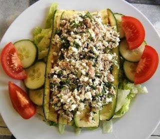 Salade met cottage cheese, courgette en tonijn