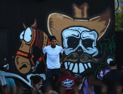 Chris Brown Does Graffiti for Charity (Photos)- http://getmybuzzup.com/wp-content/uploads/2013/03/ffn-brown-chris-jdg-032713-51050551-480w-435x330.jpg- http://getmybuzzup.com/chris-brown-graffiti-artist-skills/-   Chris Brown Shows His Graffiti Skills ChrisBrownshows off his graffiti skills – in a bid to raise money for charity. Breezy demonstrated his generous side as he spent a day painting with children for his Symphonic Love Foundation Global Best Buddies Day.