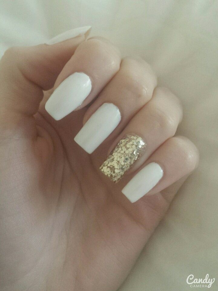 Gold glittered nails