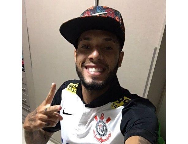 Fla cobra explicações de Paulinho após foto com camisa do Corinthians