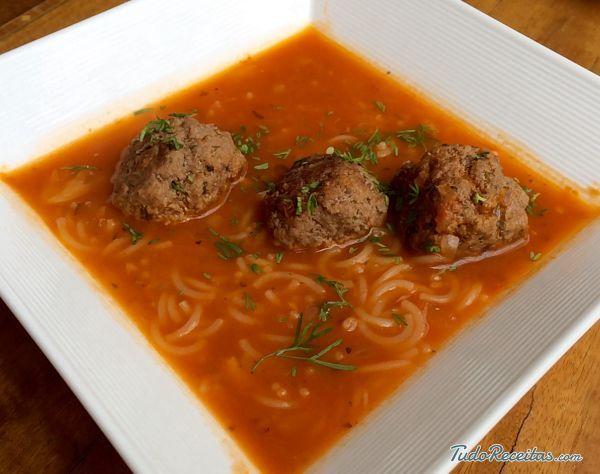 Receita de Sopa de macarrão com almôndegas - 9 passos