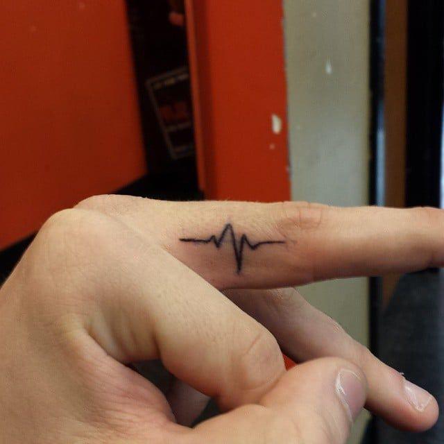 Pin for Later: 100 klitze-kleine Tattoo-Ideen für euren ersten Stich Am Puls der Zeit