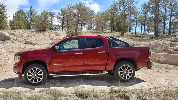 Review 2018 Gmc Canyon Delivers Midsize Like A Full Size With Images Gmc Canyon Gmc Canyon