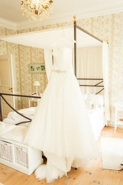 Our wedding suite. Pronovias weddingdress. Photo by Linda Jöner. #weddingdress #pronovias #vintage #näässlott