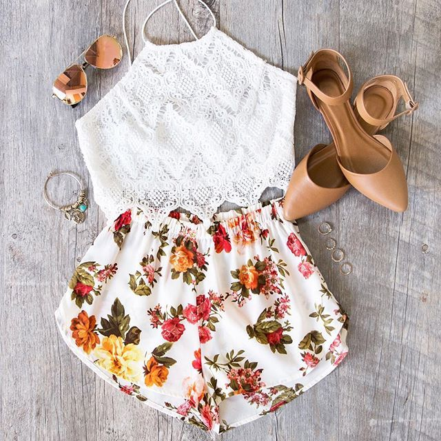 - Details - Size Guide - Model Stats - Contact Well hey there honey buns! These Oh Darling Floral Shorts feature a lightweight, chiffon fabric with minimal stretch in a multi-colored floral print. Hig