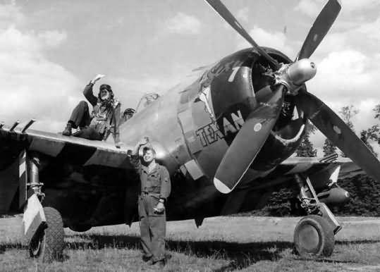 """Republic P-47 Thunderbolt 9AF nose art """"Texan"""""""