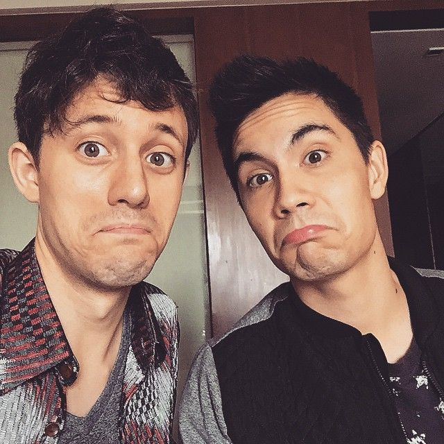 Me and @thesamtsui are in the Philippines and are looking to play a game of League of Legends haha.. Do any of you have Oceania accounts me and Sam can use to play and do any of you want to play w us? Tweet us for some fan game action! by kurtschneider