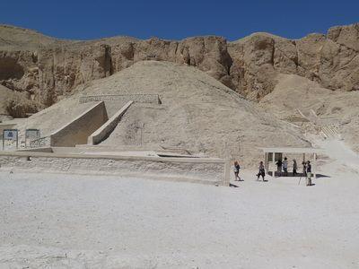 Tutankhamun Tomb KV62 - Hidden Rooms - My Luxor                  by Bernard M. Adams