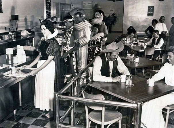 Disneyland Employee Cafeteria in 1961. 40 Must-See Photos From The Past | Bored Panda