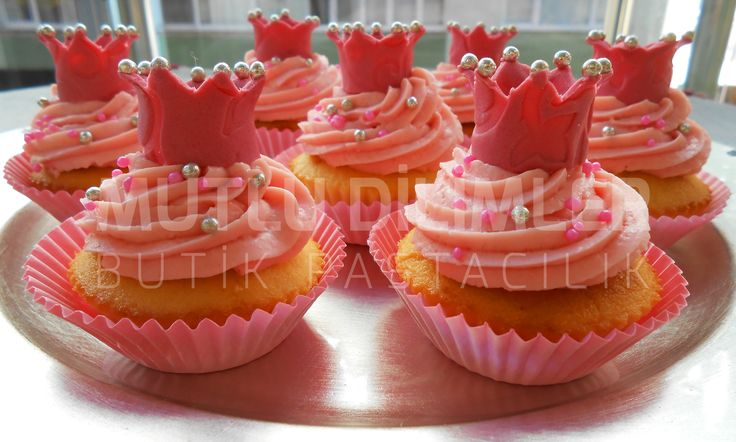 my little pink princess cupcakes... with strawberry&coconut frosting  mutludilimler.blogspot.com