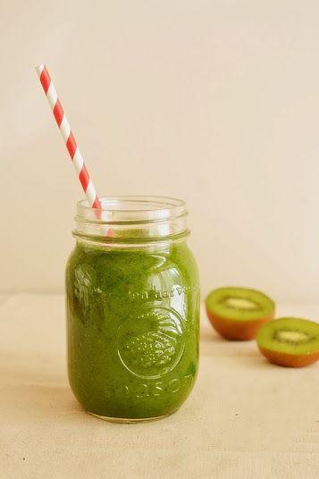 Весенние рецепты.Зеленый смузи со шпинатом,киви и бананом уже в блоге