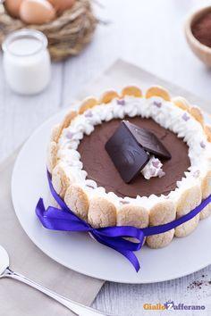 Leggete la #ricetta della #charlotte con mousse al #cioccolato fondente (dark…