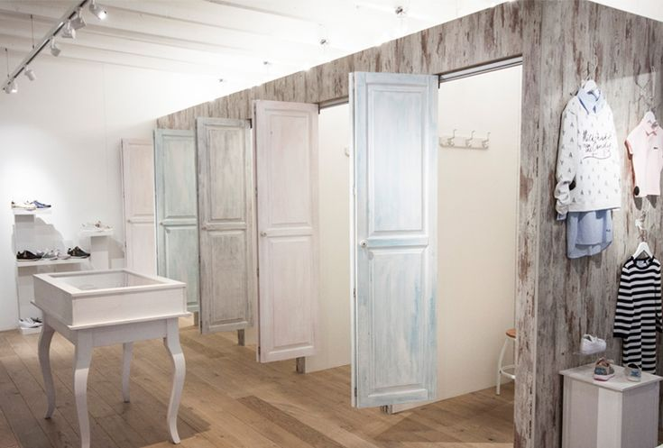 Fitting rooms with pastel colors in brocante style