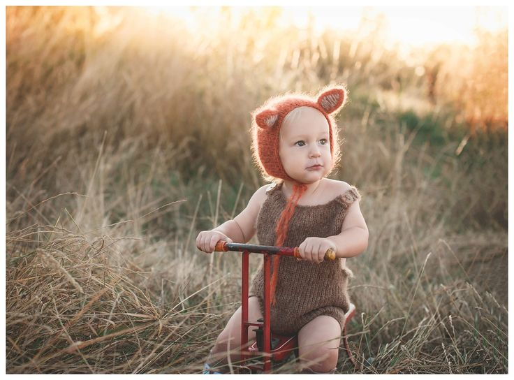 Fall Baby Photography - Fall Family Photography - Fox Bonnet - Victoria BC - Painted Barn Photography