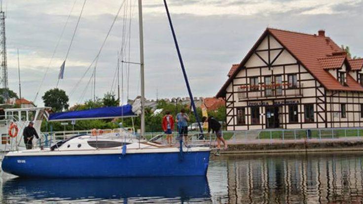 celem obozu w pierwszym tygodniu  jest zaznajomienie uczestników z podstawami żeglarstwa: budową jachtu, olinowaniem, pracą załogi na jachcie i sterowaniem, nazwami wiatrów oraz teorią żeglowania a, w drugim tygodniu obozu podczas spływu uczestnicy zapoznają się z podstawami techniki wiosłowania i bezpiecznym zachowaniem się na wodzie