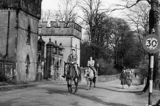 The Girnin' Gates at Drumchapel, Glasgow. Built at the southern entrance to Garscadden House in 1789.