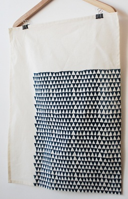 negative space tea towel >>  Ooh, off-set repeat pattern. Single color, single print?
