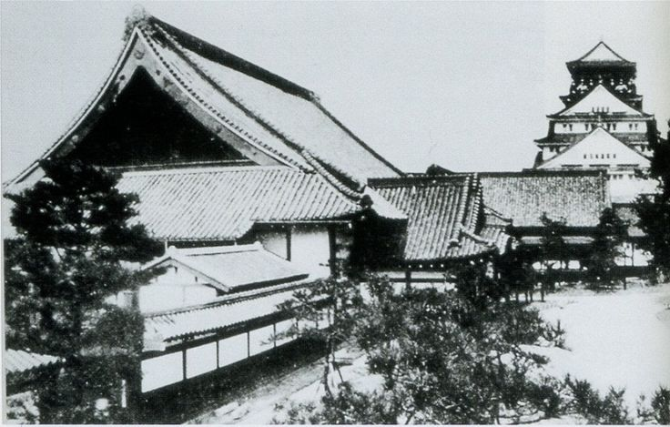 和歌山城 紀州御殿 二の丸御殿は廃城後、大阪城内に移築されて大阪鎮台の司令部として利用されていた。江戸城本丸御殿を模したともいわれ、御三家の住まいにふさわしい豪壮な御殿である。御殿の貴重な現存例であったが、戦後、米兵の失火によって焼失してしまった。